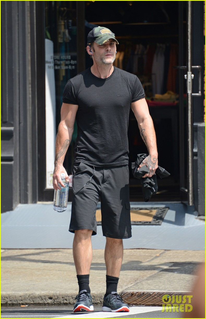 seann william scott shows that stifler still has it going on 013135699