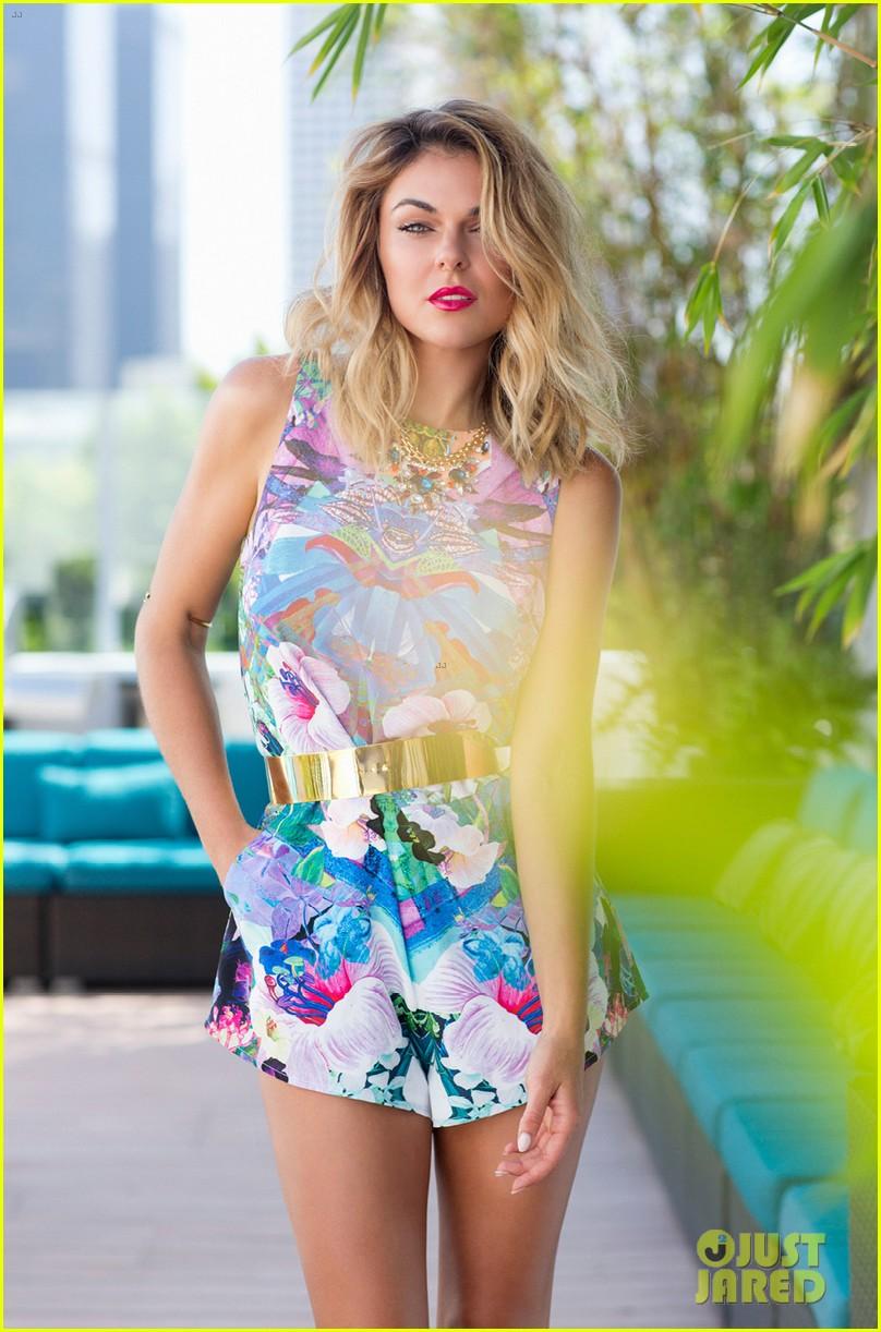 graceland serinda swan amazing abs cliche magazine 013146135