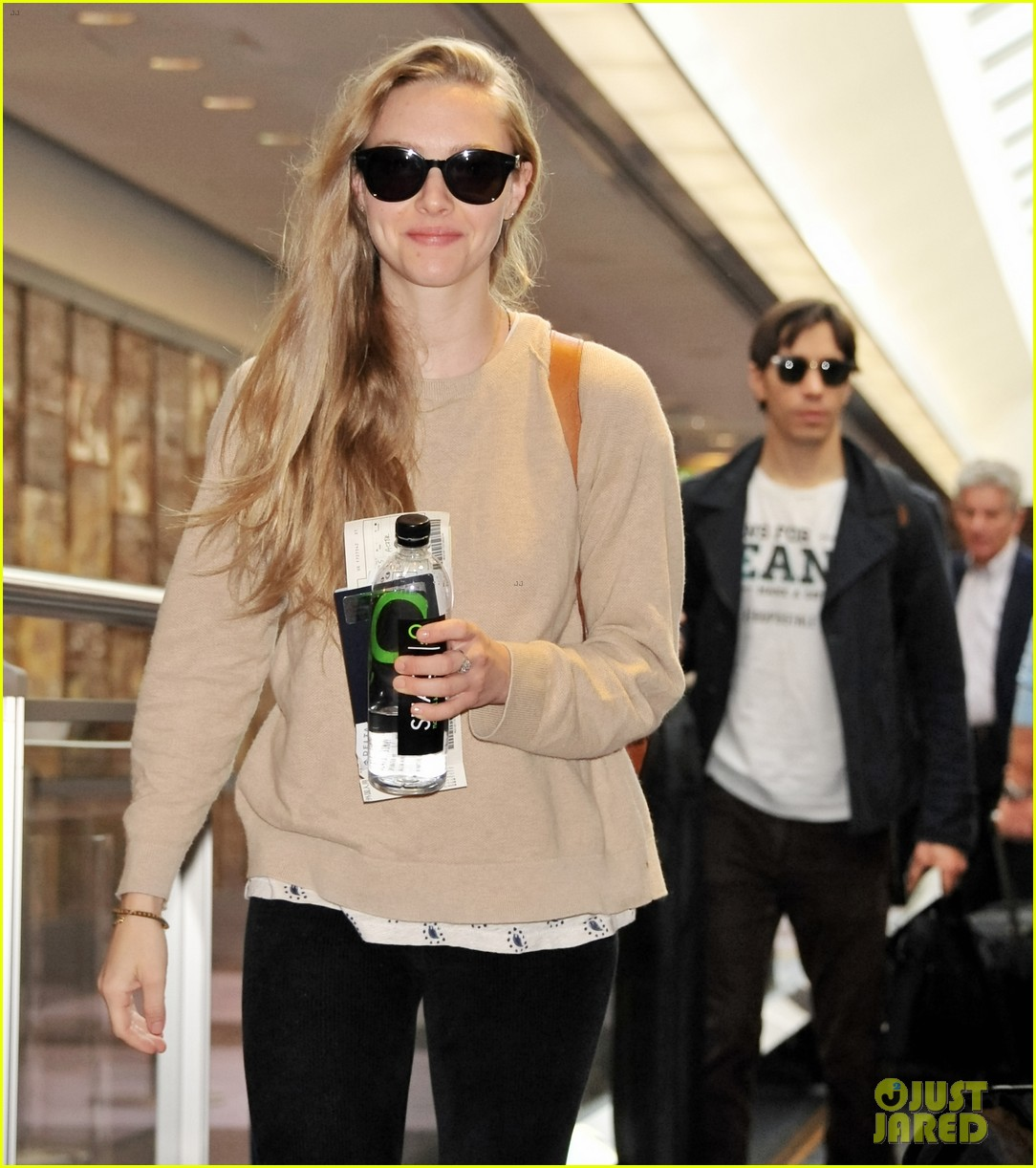 amanda seyfried touches down in tokyo for shiseido cle de peau beaute press conference 033126407