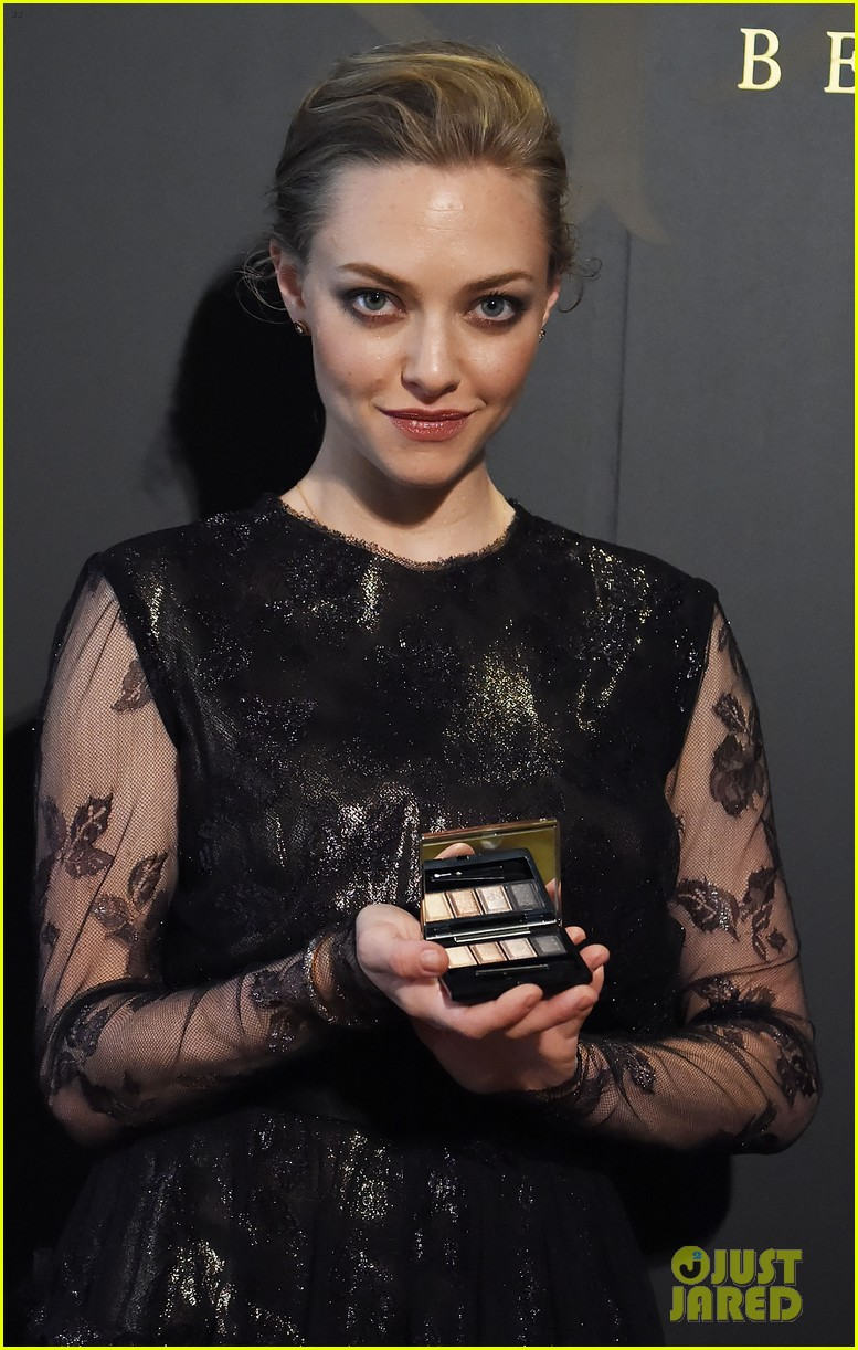amanda seyfried touches down in tokyo for shiseido cle de peau beaute press conference 043126408