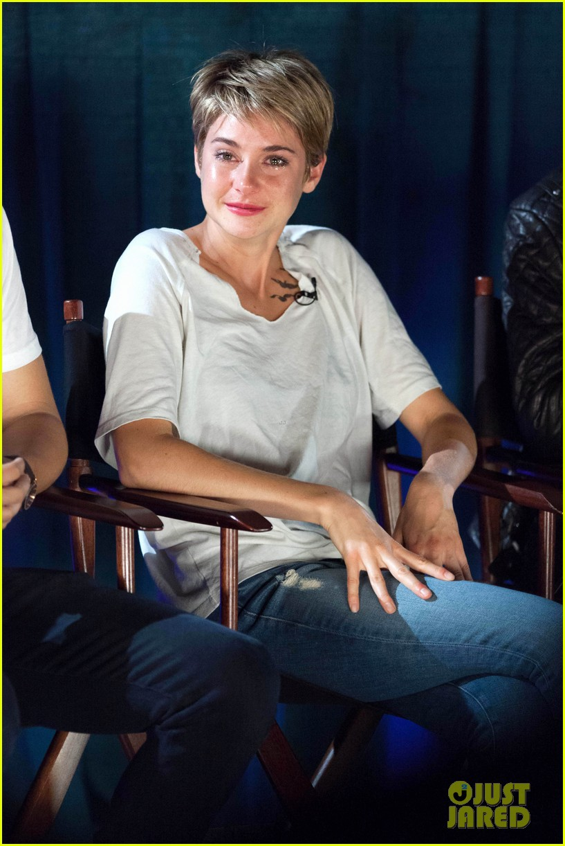 shailene woodley sheds a tear at the fault in our stars atlanta premiere 023129720