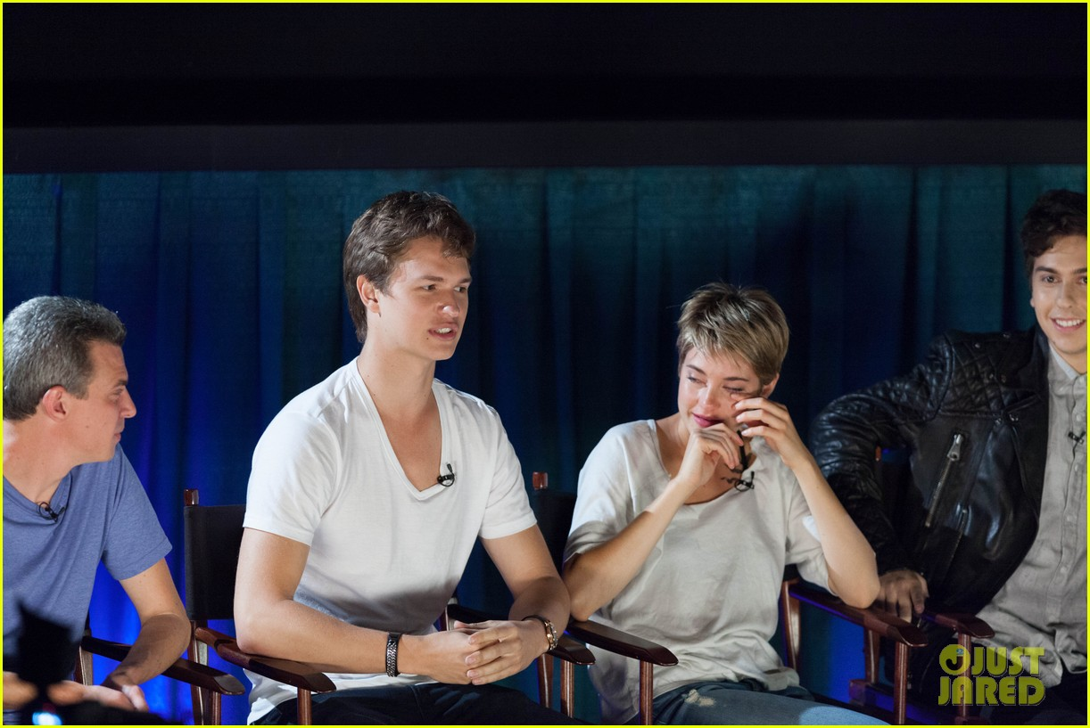 shailene woodley sheds a tear at the fault in our stars atlanta premiere 123129730