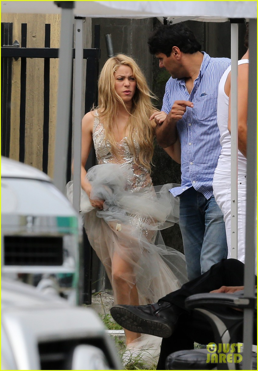 Shakira Says Marriage Won T Change Her Relationship With Gerard Pique Photo 3137527 Magazine Shakira Pictures Just Jared