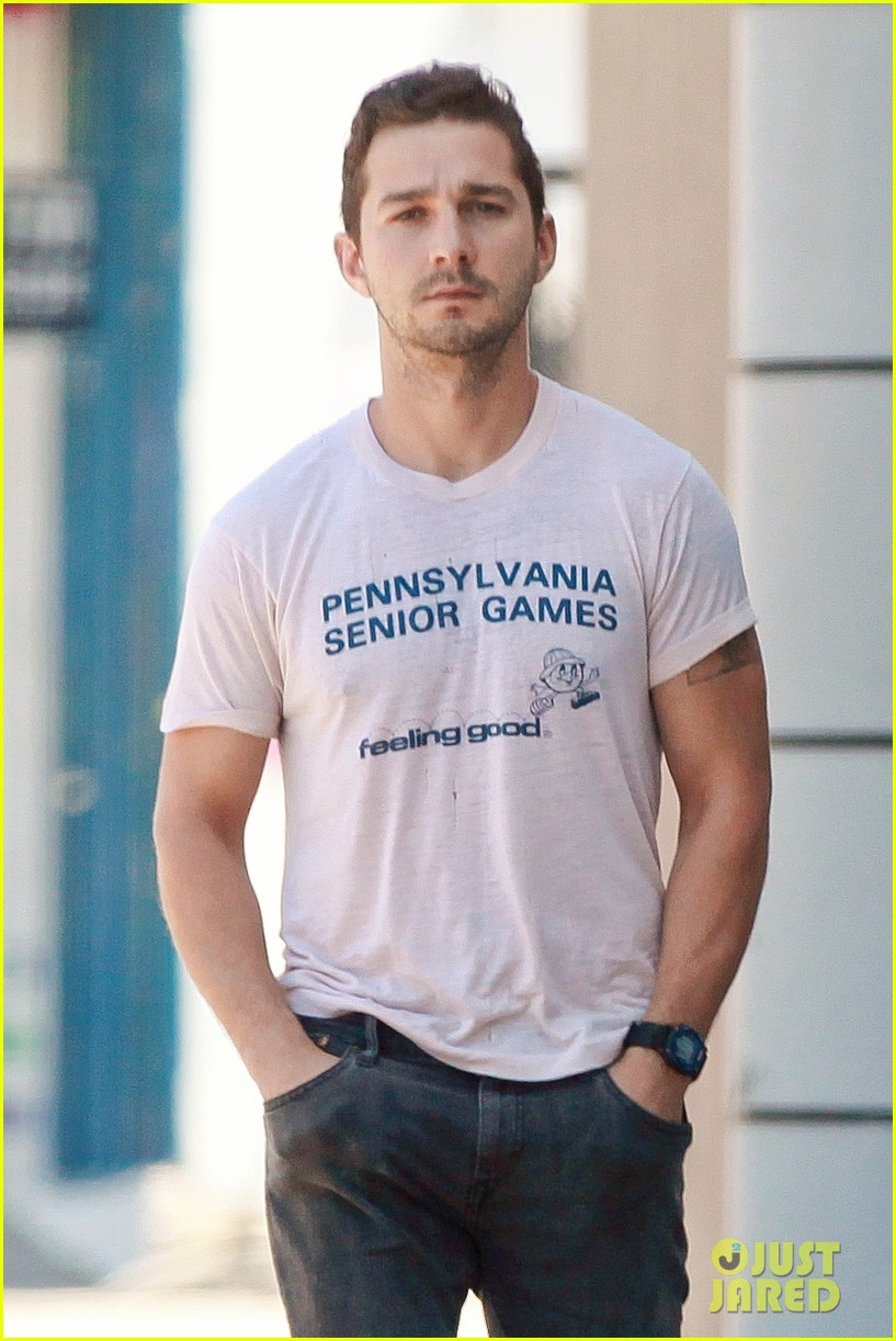shia labeouf is feeling good en route to the gym 013128785