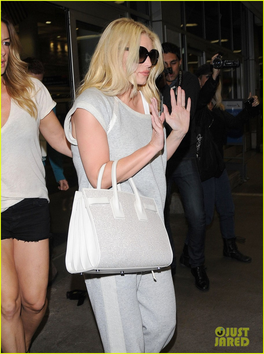 jessica simpson pairs heels with sweatpants at lax 02