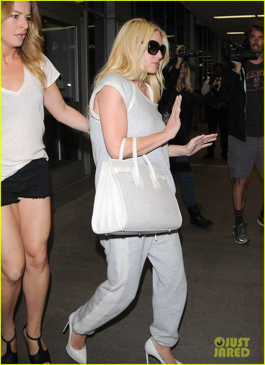 jessica simpson pairs heels with sweatpants at lax 053134641