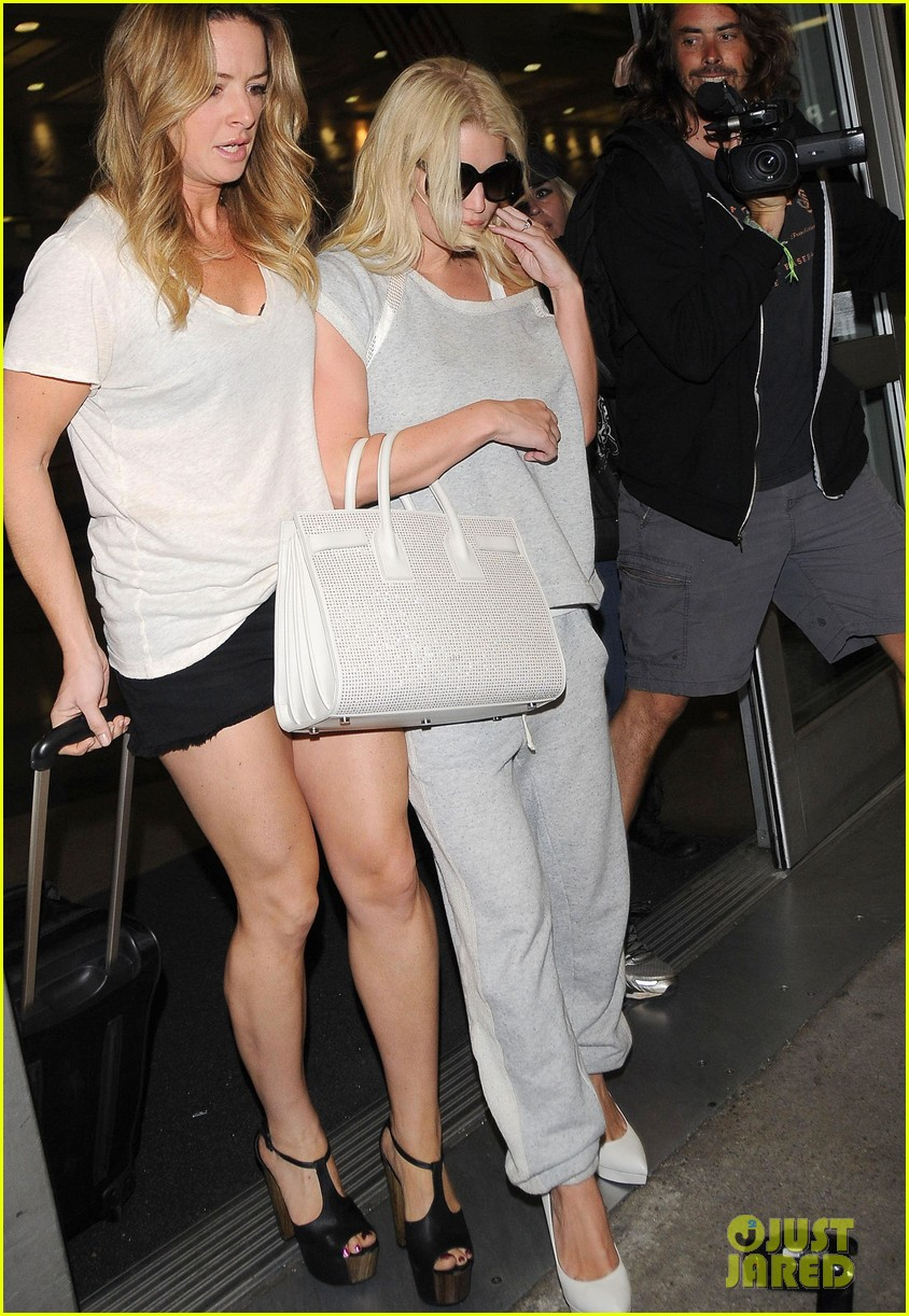 jessica simpson pairs heels with sweatpants at lax 083134644