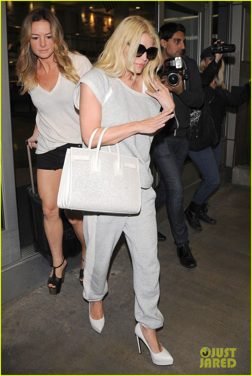 jessica simpson pairs heels with sweatpants at lax 093134645