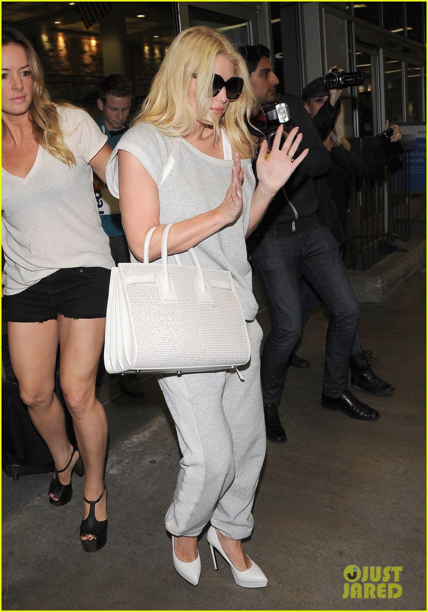 jessica simpson pairs heels with sweatpants at lax 103134646
