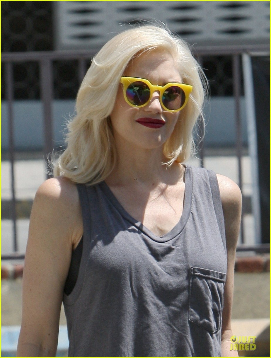 gwen stefani pharrell williams holla in voice clip watch now 023140559