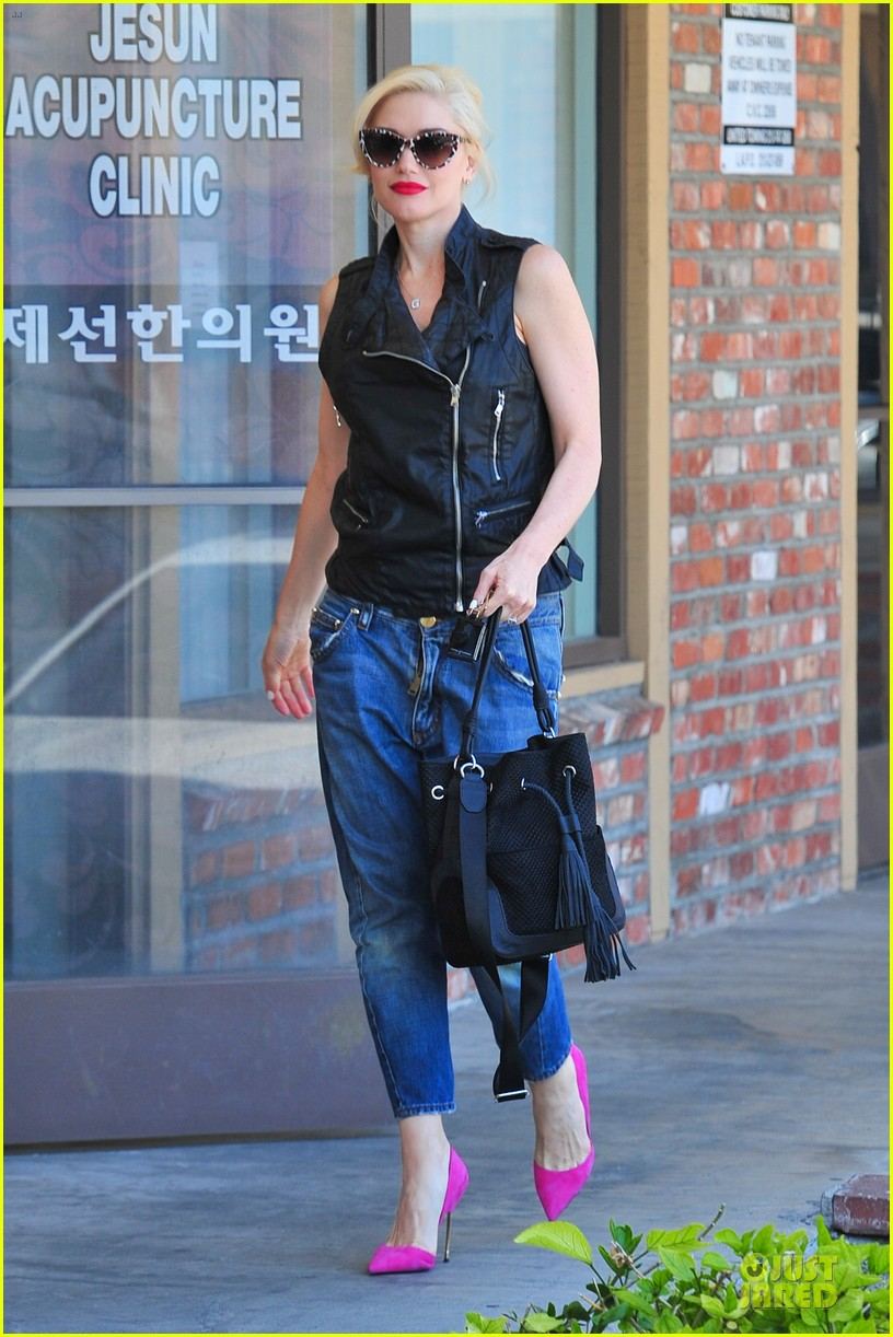 gwen stefani hot pink at acupuncture clinic 063130262