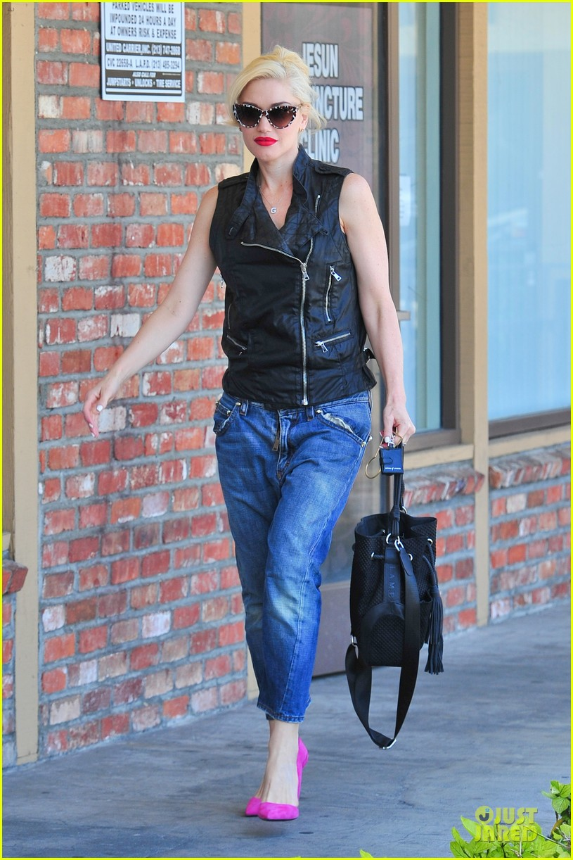 gwen stefani hot pink at acupuncture clinic 153130271