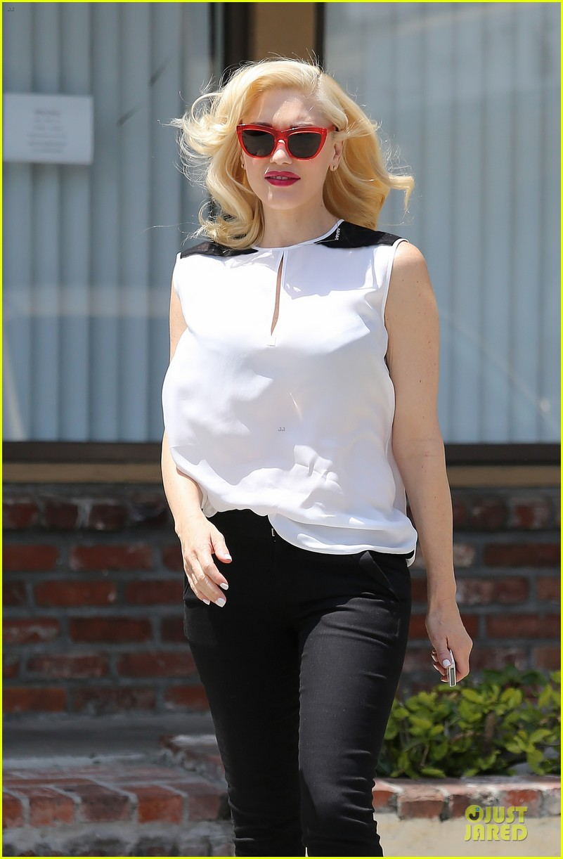 gwen stefani hot pink at acupuncture clinic 203130276