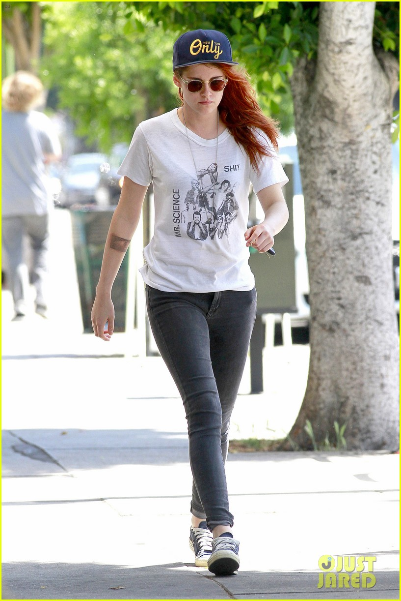 kristen stewart steps out solo on fathers day 08