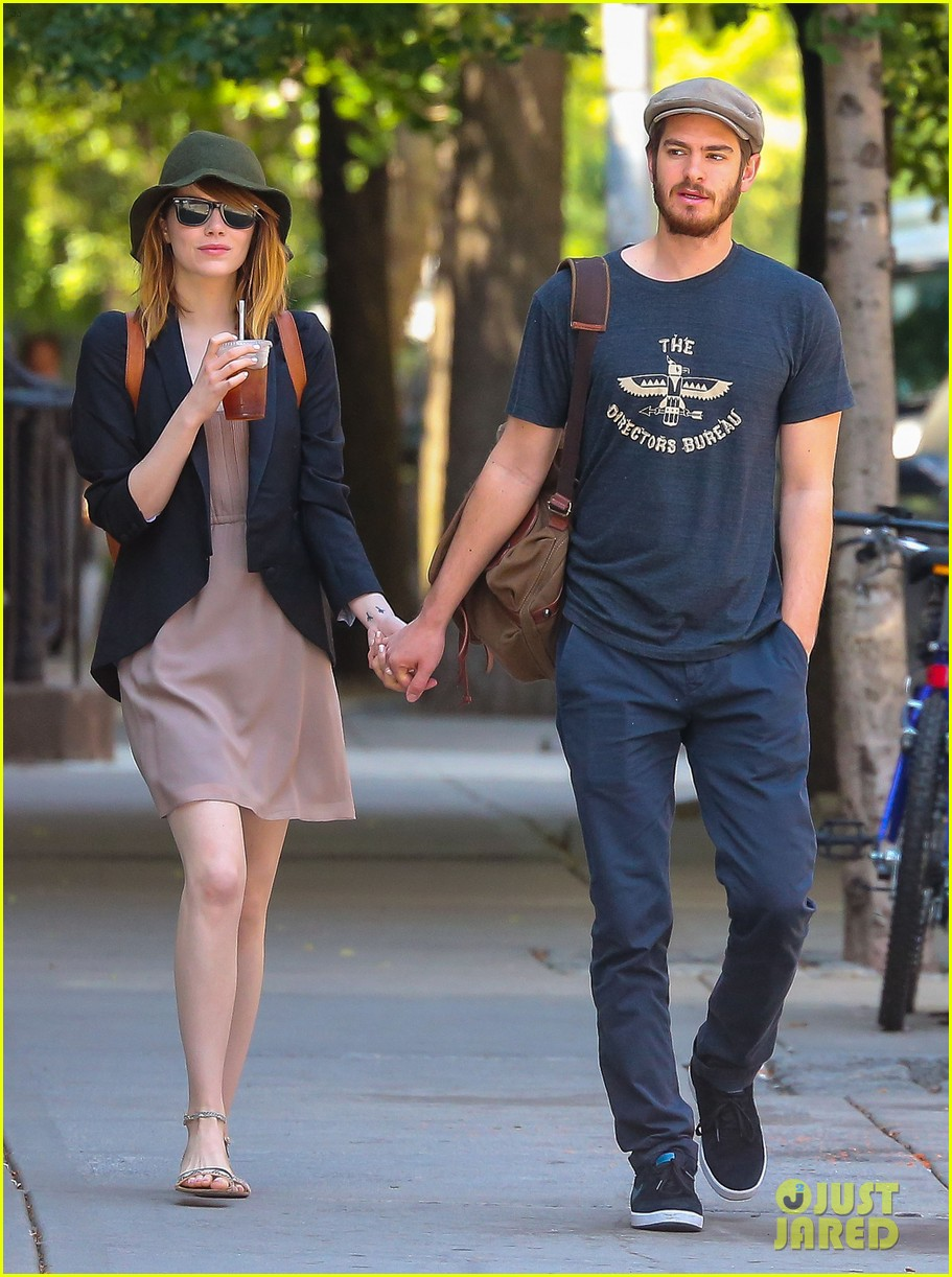 emma stone andrew garfield hold hands new york 013136556