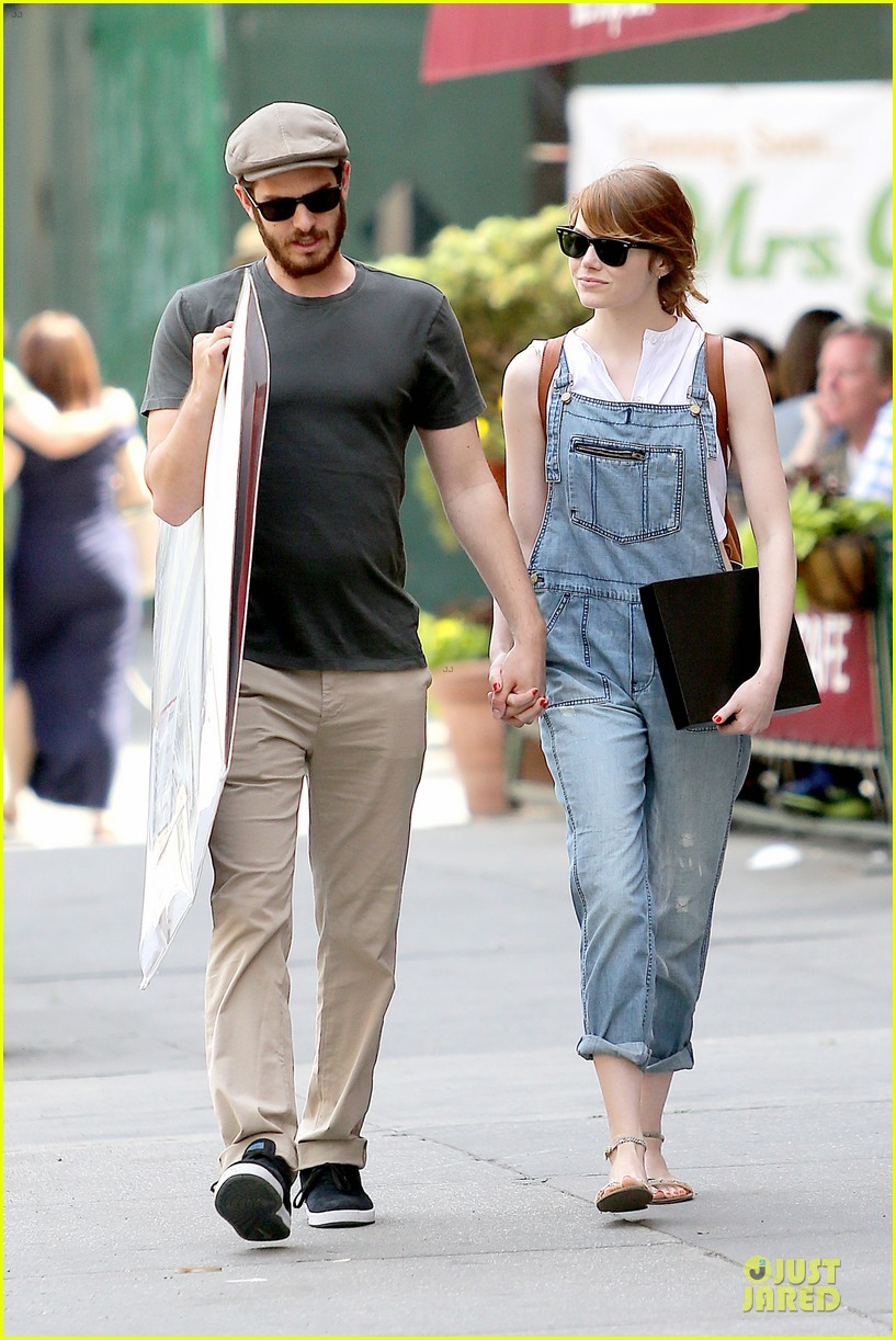 emma stone looks trendy in overalls andrew garfield 073140785