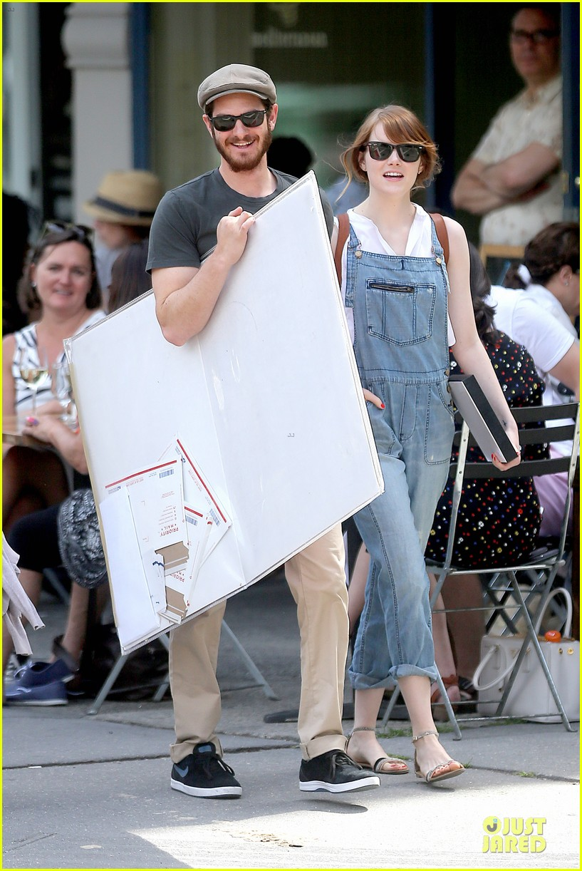 emma stone looks trendy in overalls andrew garfield 09