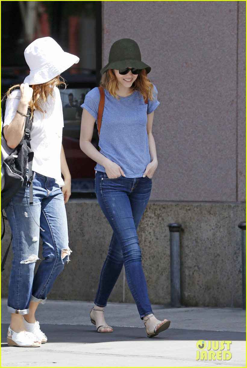 emma stone talks paparazzi west village 013138511