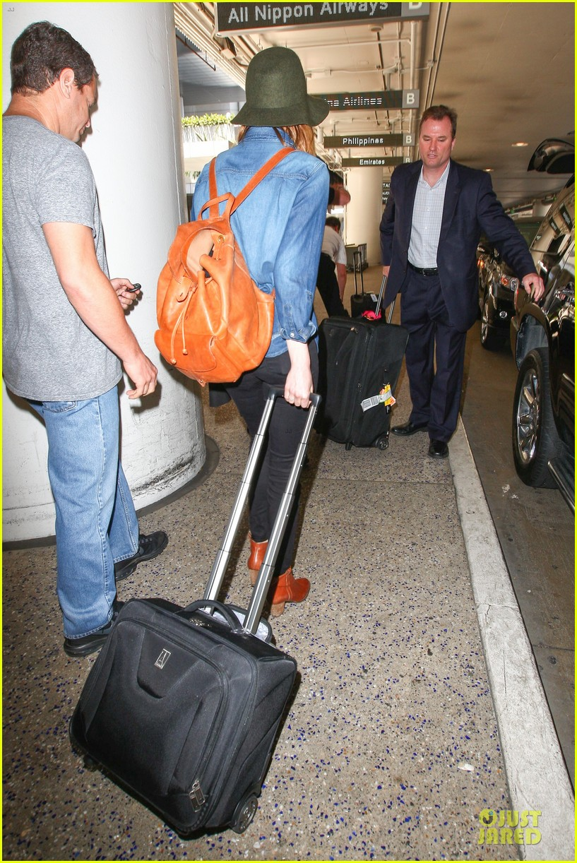 emma stone andrew garfield land in los angeles separately 183125473