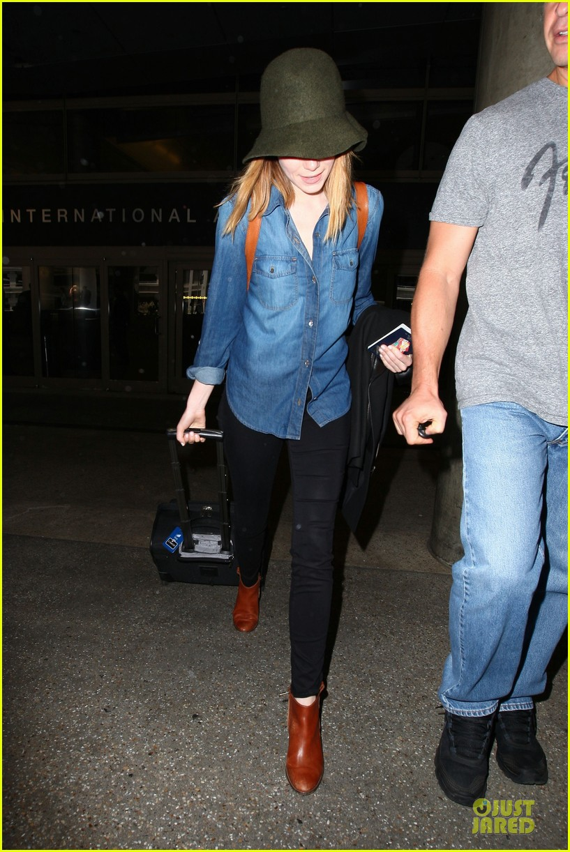 emma stone andrew garfield land in los angeles separately 193125474