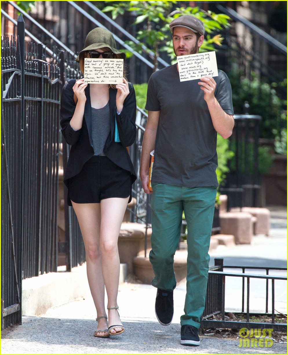 emma stone andrew garfield use signs to raise awareness 013137324