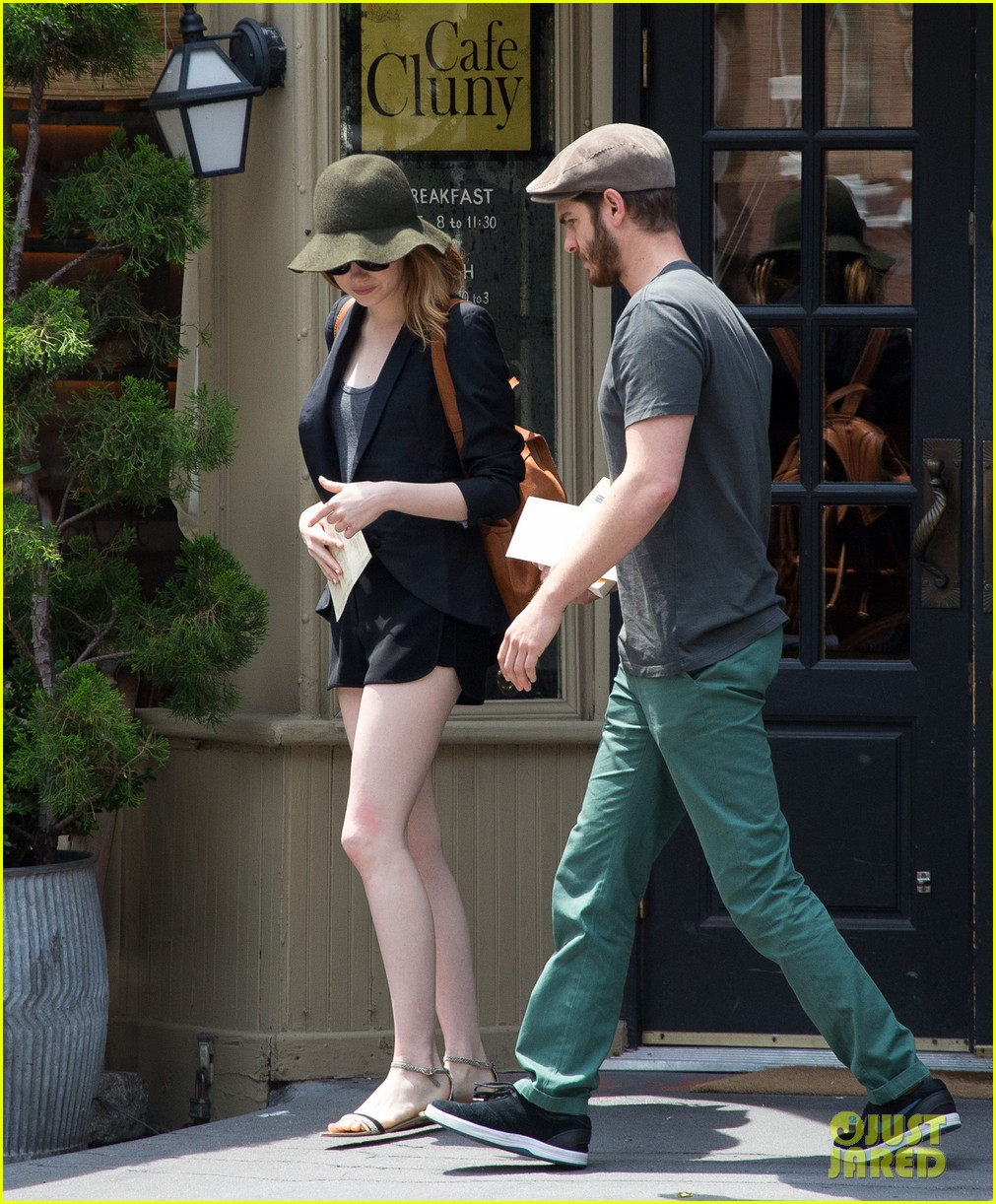 emma stone andrew garfield use signs to raise awareness 033137326