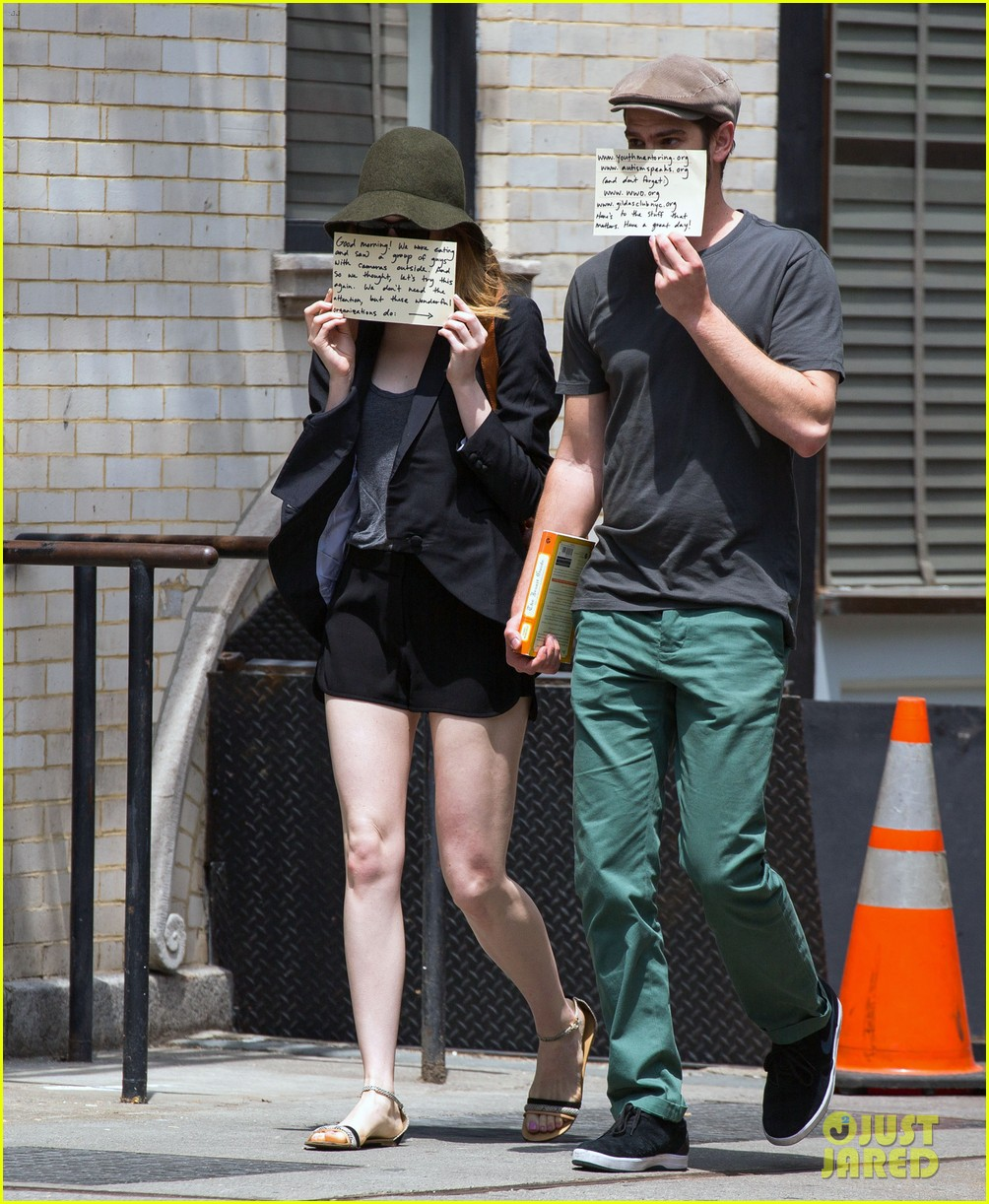 emma stone andrew garfield use signs to raise awareness 053137328