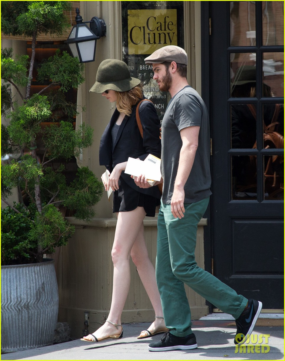 emma stone andrew garfield use signs to raise awareness 073137330