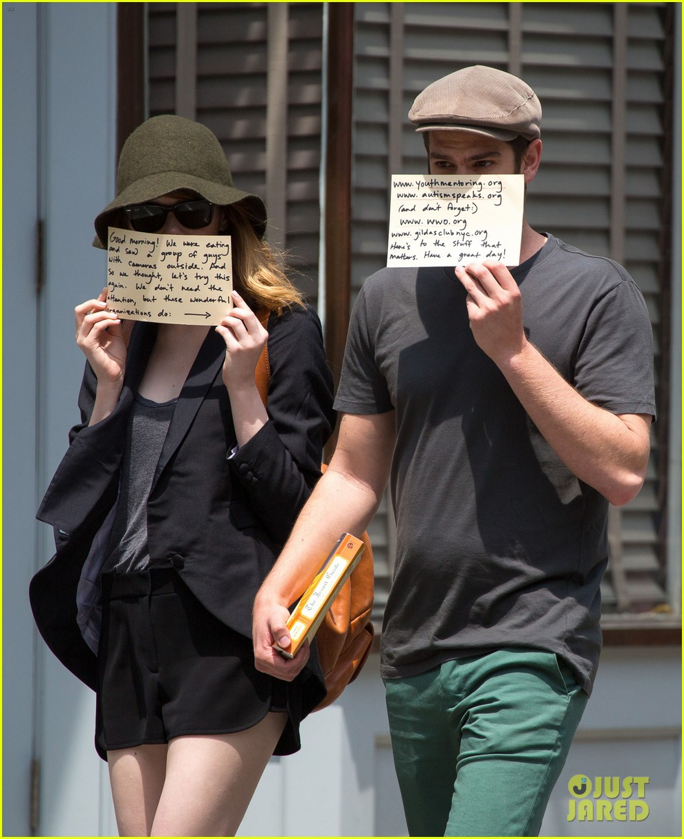 emma stone andrew garfield use signs to raise awareness 083137331