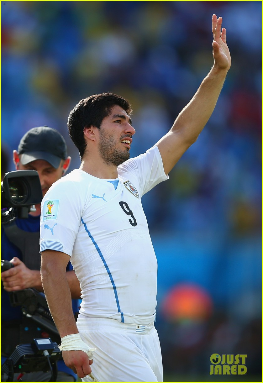 luis suarez apologizes for biting giogio chiellini 103146933