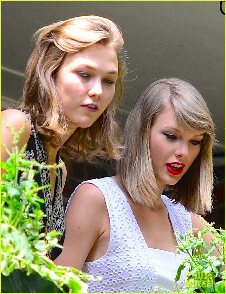 taylor swift plants in her garden with karlie kloss 043135016