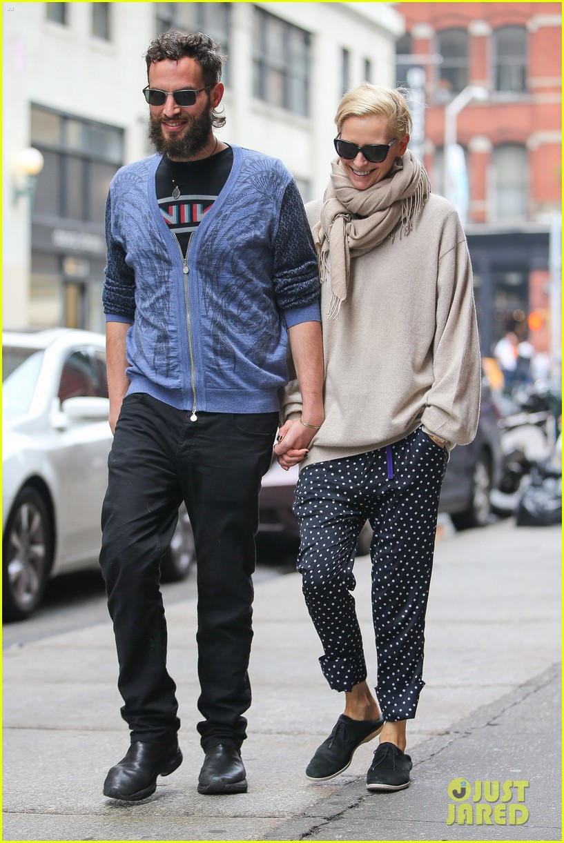 tilda swinton ditches her makeover for day out with sandro kopp 063132498