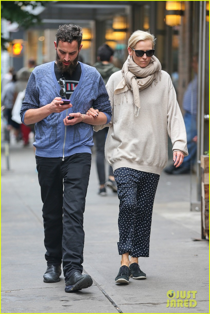 tilda swinton ditches her makeover for day out with sandro kopp 123132504