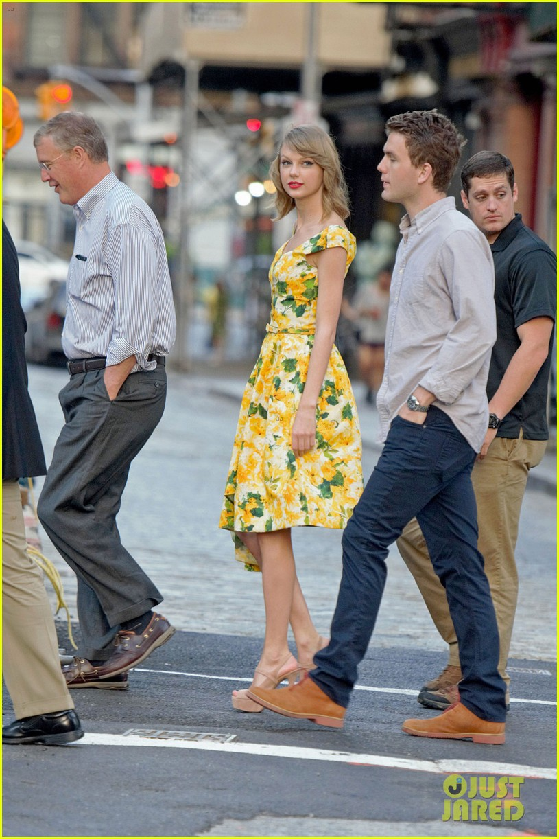 taylor swift brother austin dad dinner fathers day 033136492