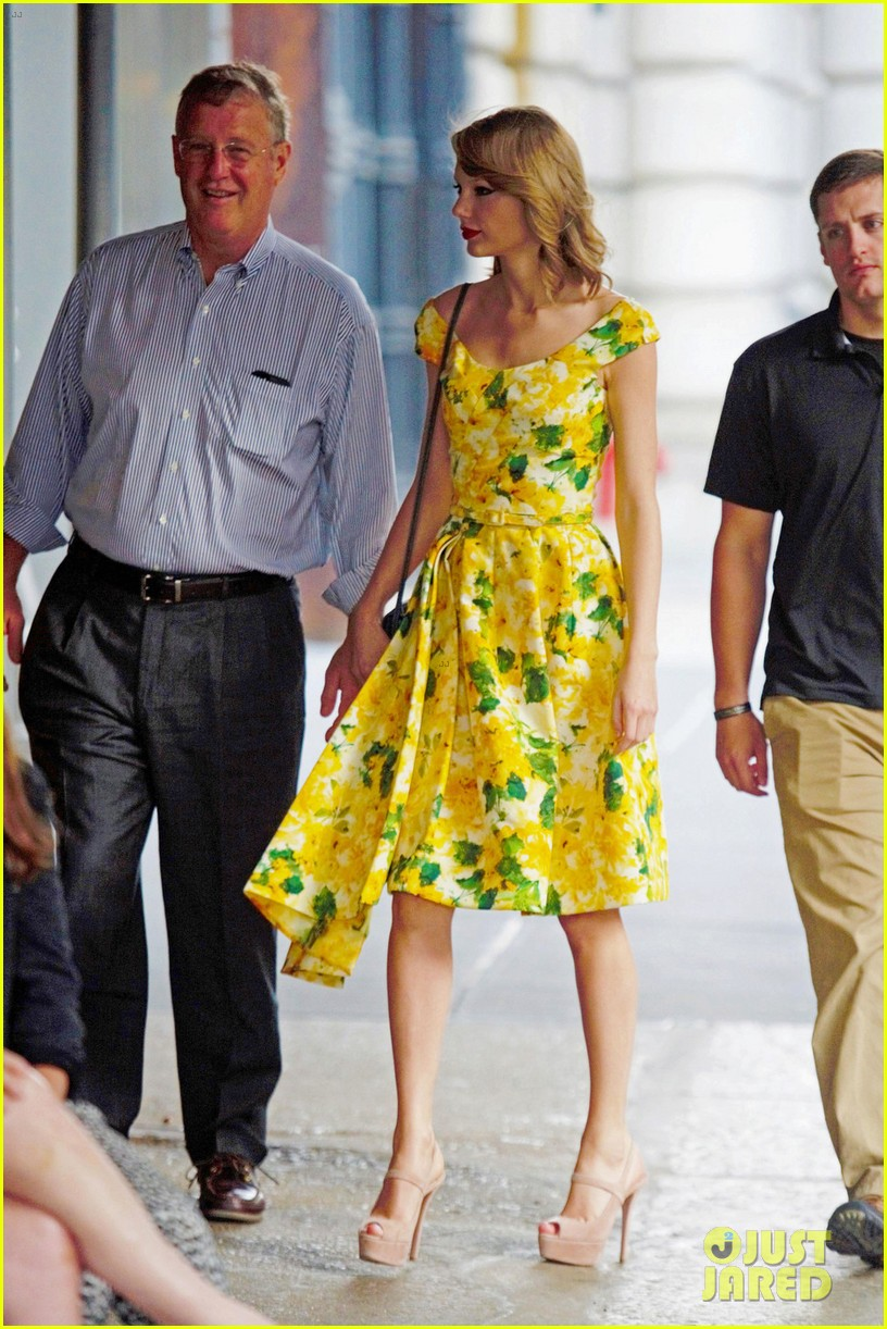 taylor swift brother austin dad dinner fathers day 053136494