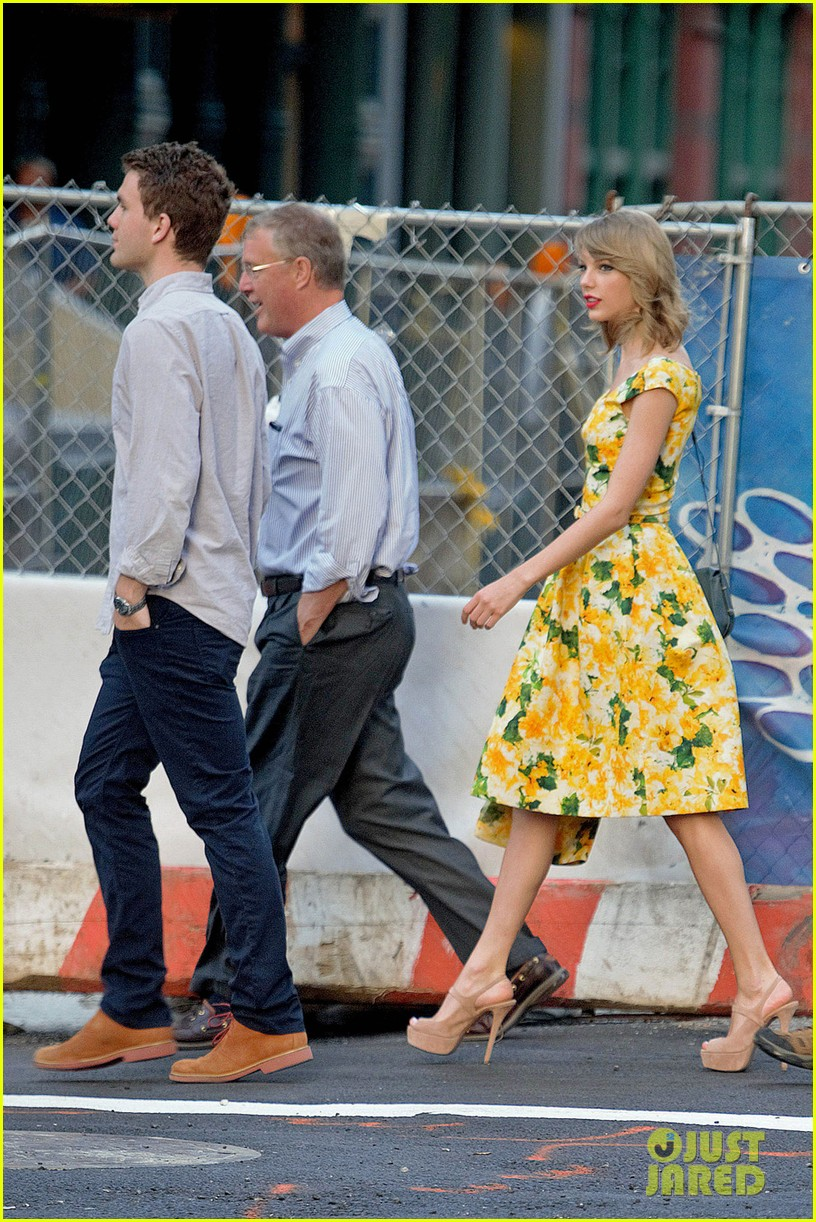 taylor swift brother austin dad dinner fathers day 063136495