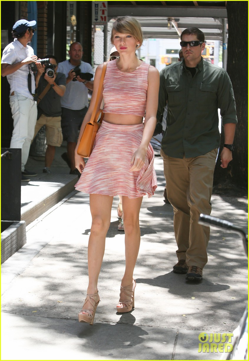 taylor swift ri home breakin midriff 053138244