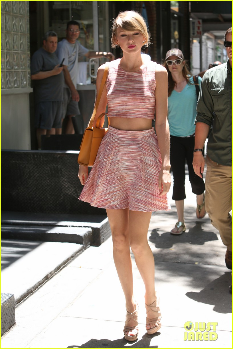 taylor swift ri home breakin midriff 10