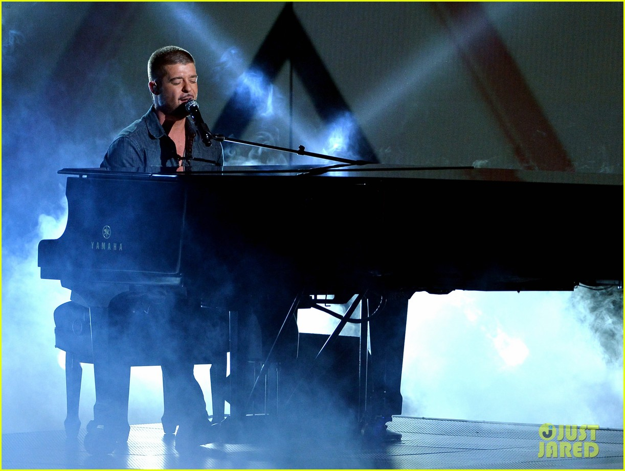 robin thicke bet awards 2014 013146504