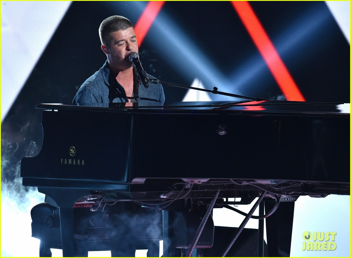 robin thicke bet awards 2014 043146507