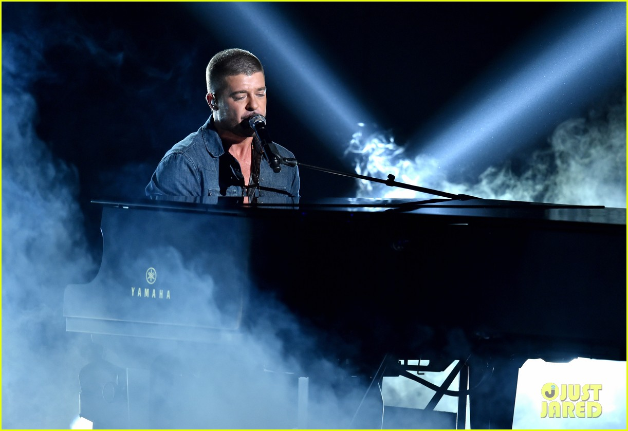 robin thicke bet awards 2014 053146508