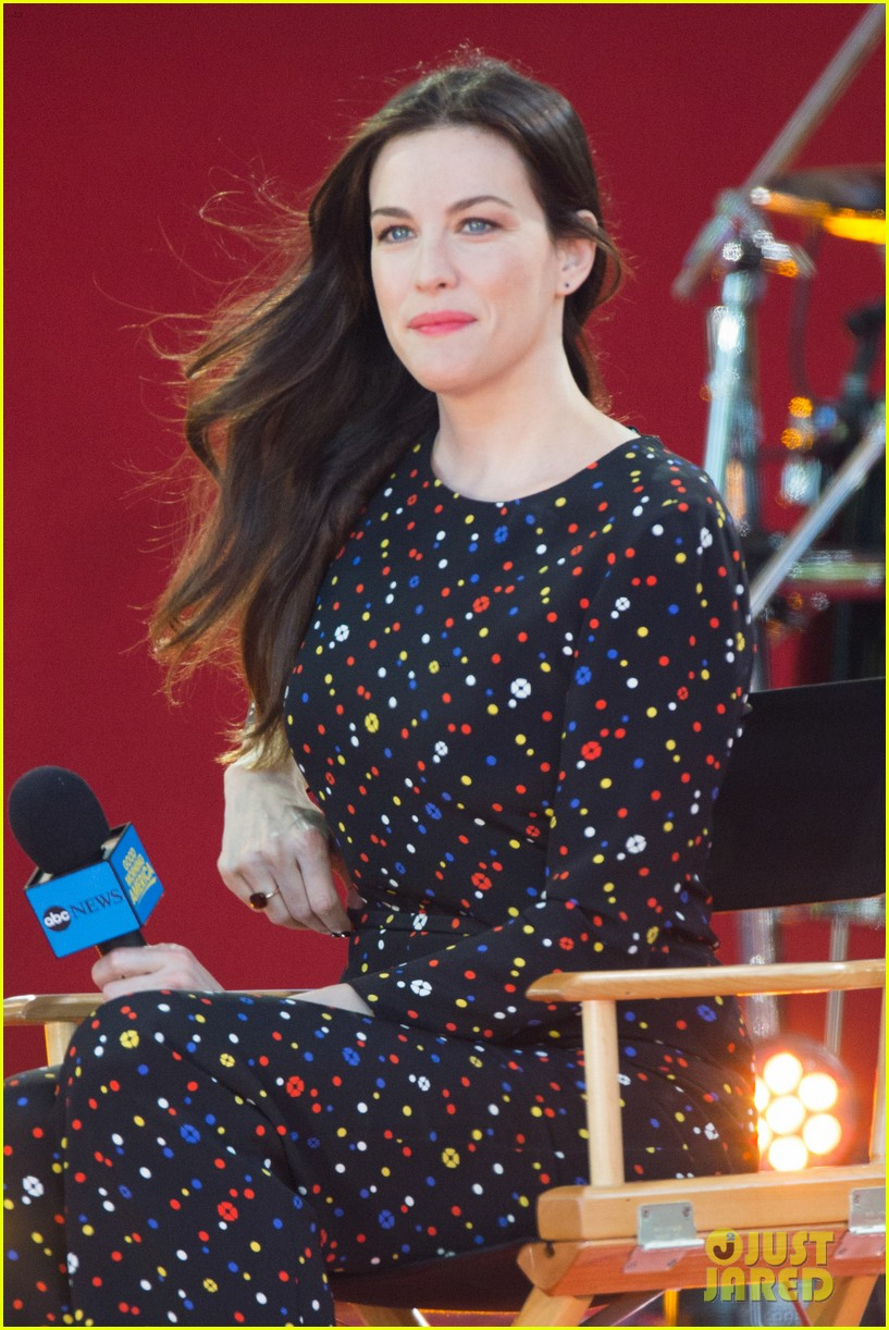 liv tyler shares beauty tips she learned from her dad 153140956