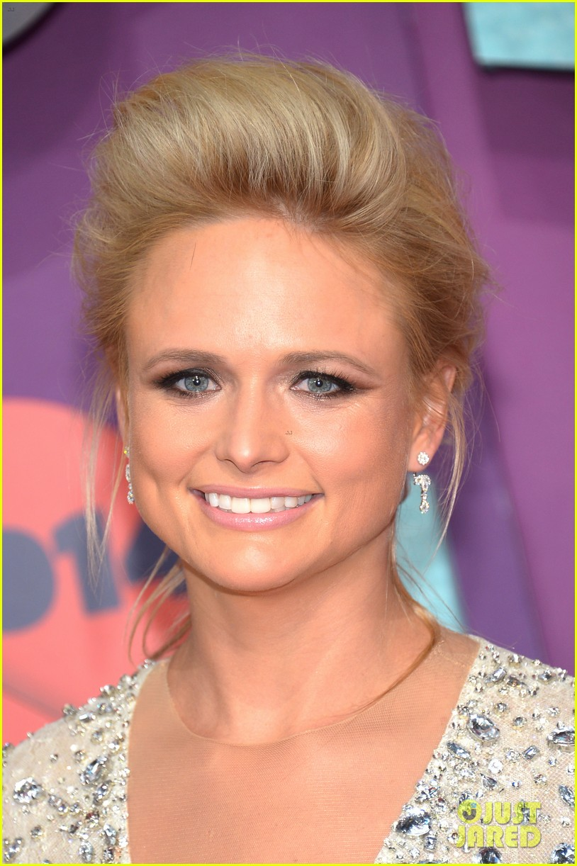 carrie underwood miranda lambert cmt music awards 2014 02