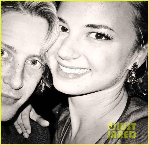 emily vancamp gives big love to gabriel mann 033140260