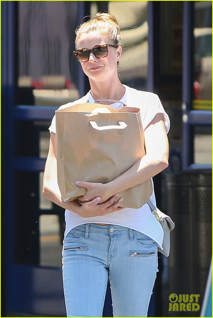 emily vancamp gives big love to gabriel mann 083140265