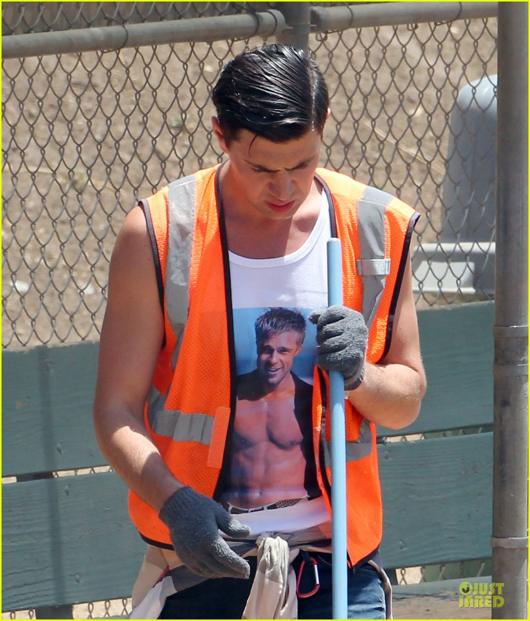 vatalii sediuk wears brad pitt t shirt to do community service 06