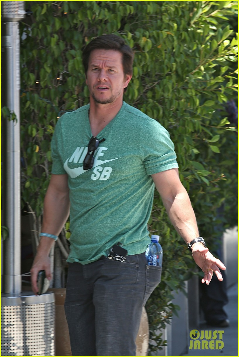 mark wahlberg talks about transformers age of extinction dinobots 123126055
