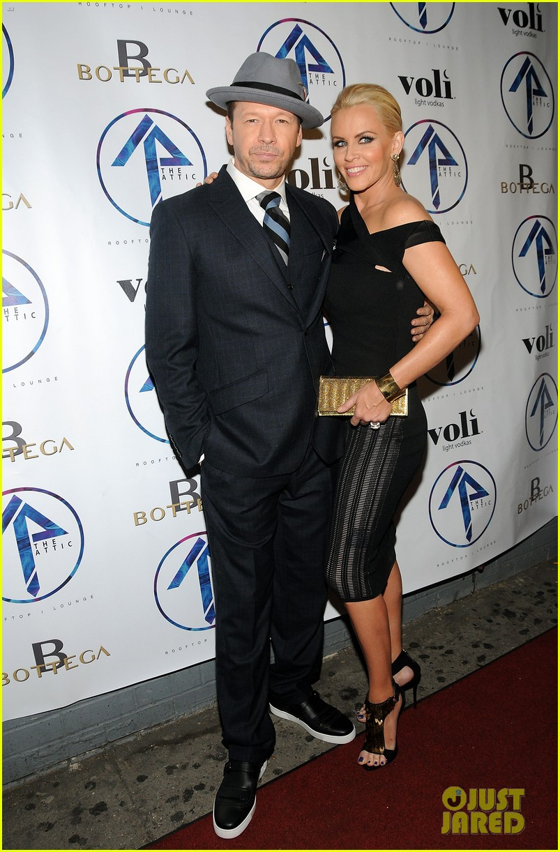 donnie wahlberg jenny mccarthy wedding wont be lavish 023134222