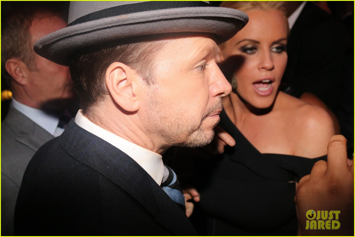 donnie wahlberg jenny mccarthy wedding wont be lavish 063134226