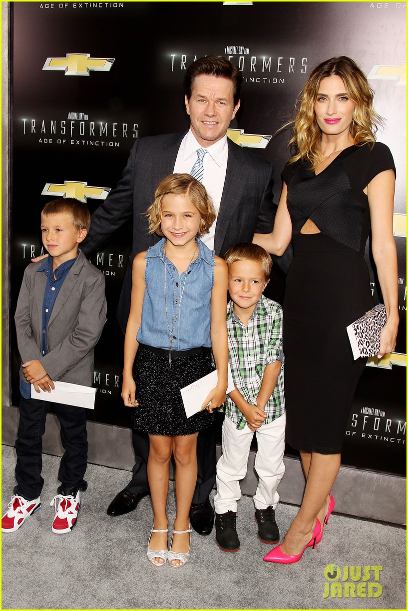 mark wahlberg brings the family to transformers nyc premiere 013143421